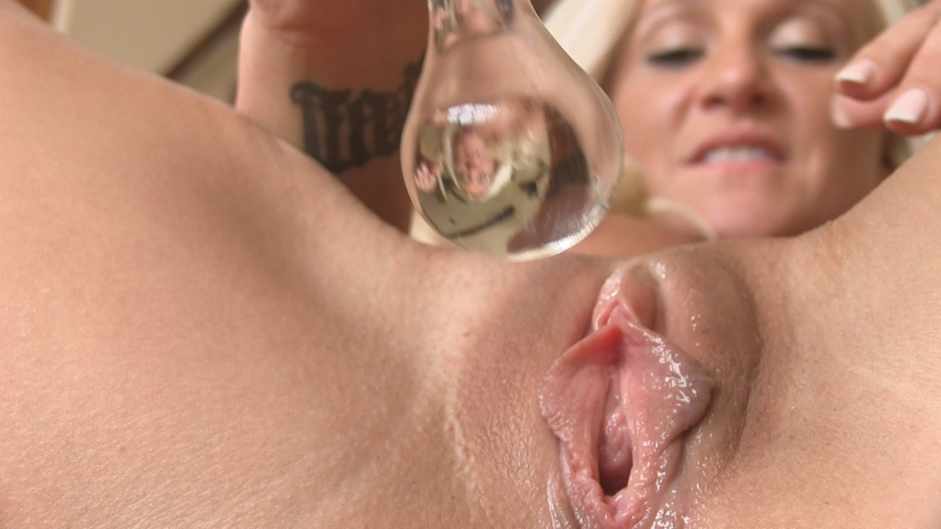Mature Lady Alexis Stuffing Pussy with Glass Toy